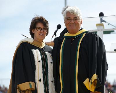 La rectrice Luce Samoisette et Pierre-André Côté, docteur d'honneur en droit