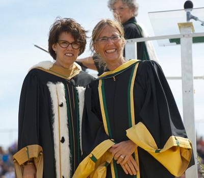 La rectrice Luce Samoisette et Carolyn Webster-Stratton, docteure d'honneur en éducation