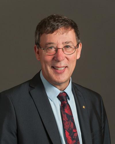 Professeur Jean-Pierre Perreault, vice-recteur à la recherche et aux études supérieures.