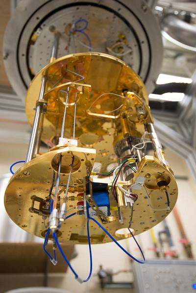 Le frigo à dilution que l'on retrouve à l'Institut quantique.