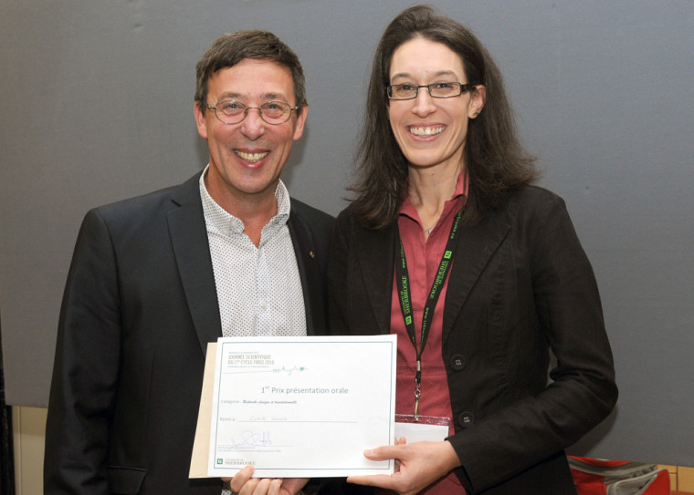 Isabelle Lessard, en compagnie du professeur Jean-Pierre Perreault, vice-doyen à la recherche et aux études supérieures à la Faculté de médecine et des sciences de la santé.