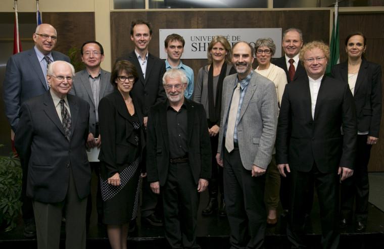 L'Université de Sherbrooke a honoré 4 de nos remarquableschercheuses et chercheurs, qui se sont illustrés durant l'année 2014 : Mark Vellend (absent), Nancy Dumais (à l'extrême droite), Pierre Harvey (en haut à l'extrême gauche) et Yue Zhao (à côté de Pierre Harvey).