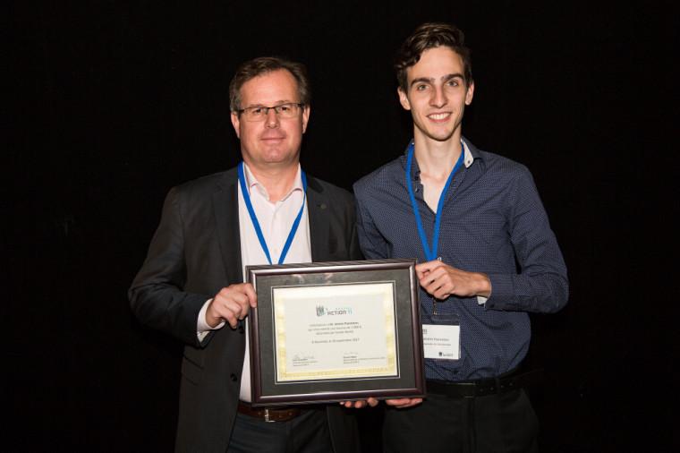 Sylvain Perras,Directeur et CIO duService des technologies de l'information à la Ville de Montréal etJérémi Panneton, étudiant à l'Université de Sherbrooke.