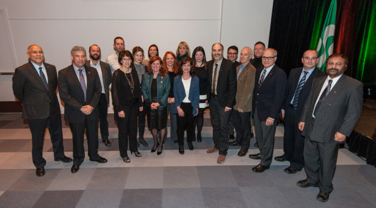 L'Université de Sherbrooke a également honoré 24 chercheuses et chercheurs remarquables, qui se sont illustrés durant l'année 2015-2016.