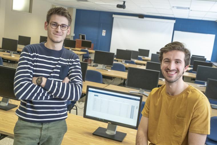 Anthony Ileret et Uros Petricevic, étudiants au Département d'informatique. Absent sur la photo : Massiwayne Chikirou.