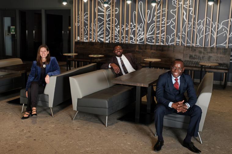 Les premières personnes étudiantes internationales admises au cheminement coopératif en gestion des entreprises et mentorat du MBA ont terminé leur formation en décembre 2020.