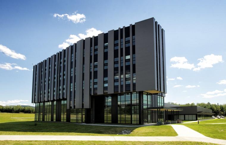 L'Institut interdisciplinaire d'innovation technologique est situé dans le Parc Innovation de l'Université de Sherbrooke.