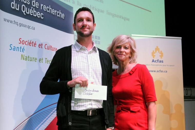 Monsieur Christian-Alexandre Castellano, lauréat du Concours de vulgarisation de la recherche et madame Hélène Bélanger, conseillère stratégique au Secrétariat à la politique linguistique
