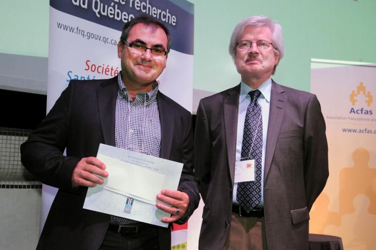 Le père de monsieur Guillaume Desnoyers, récipiendaire du prixde l'ADÉSAQet monsieur Claude Lazure, directeur des programmes du Fonds de recherche du Québec – Santé