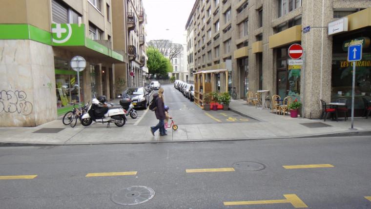 Genève, Suisse : un trottoir traversant