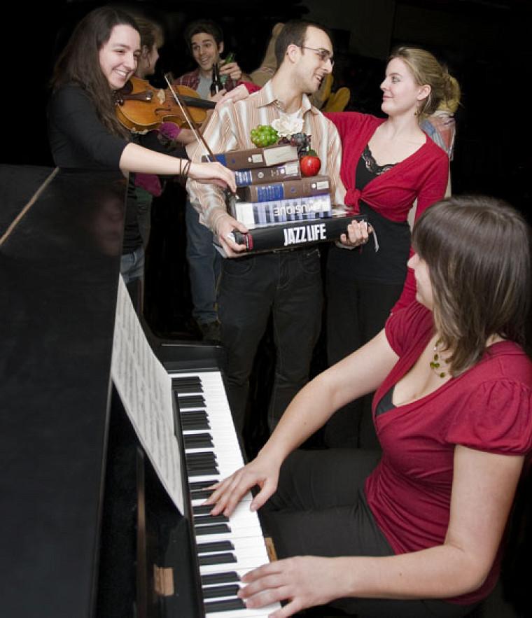 À travers les 17 tableaux de la comédie musicale, les spectateurs pourront suivre les hauts et les bas d'une sessions d'étudiants en musique.