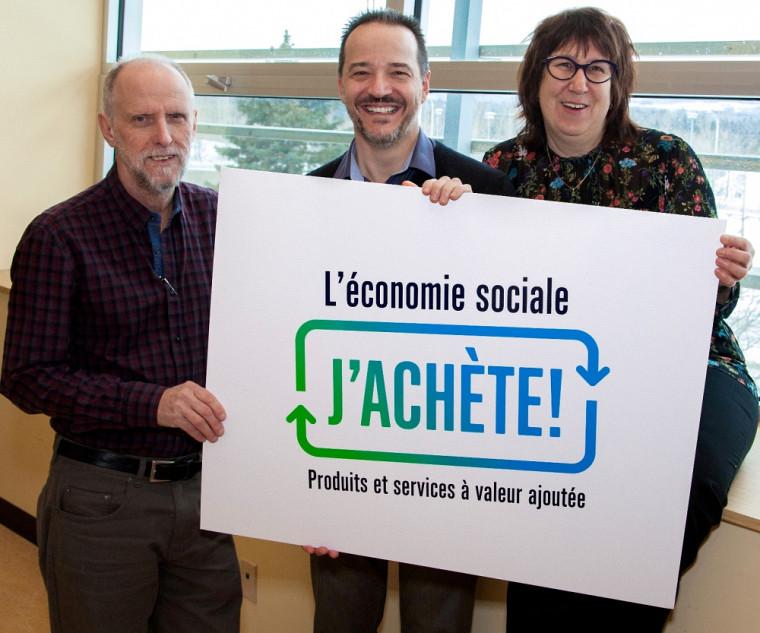 Jean Goulet, Nicolas Grandmangin et Sonia Duplessis sont quelques-unes des personnes qui ont participé à la promotion de L'économie sociale, j'achète à l'UdeS.