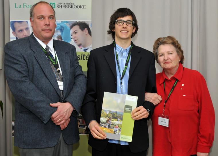 Laurent Fradette recevnat sa bourse de la famille Stearns