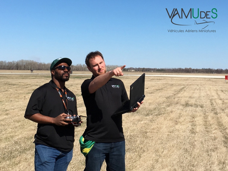 Deux membres de VAMUdeS, les champions 2016 de la compétition étudiante universitaireUnmanned Systems Canada