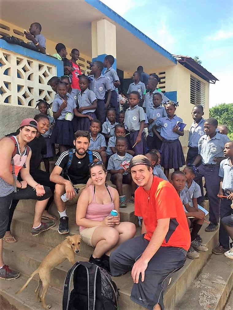 Sur le terrain, les étudiants ont rencontré les intervenants, visité leurs locaux et constaté les progrès et tout le bien qui peut ressortir de la coopération internationale.