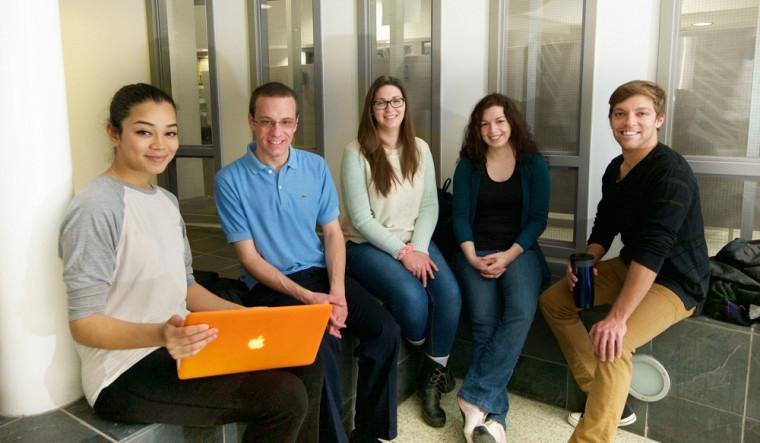 Ce sont des étudiants ambassadeurs qui animent la nouvelle page Facebook Vie de Campus.