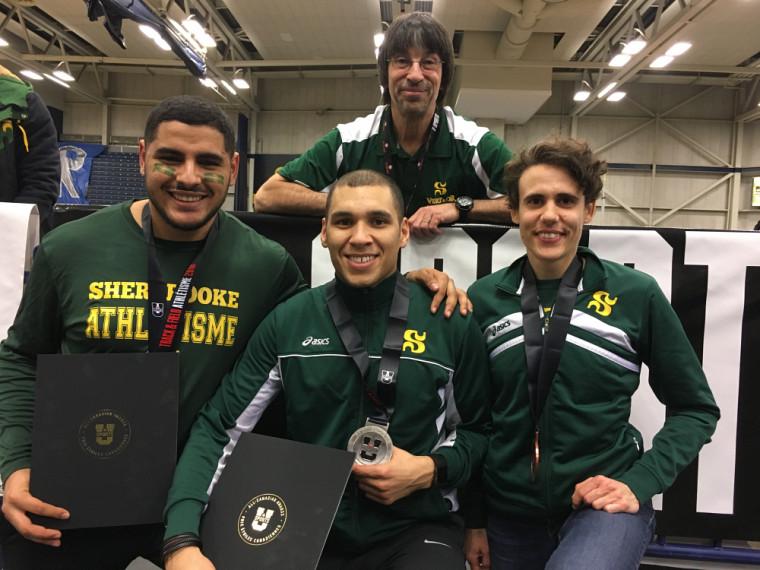 Les trois médaillés du Vert & Or du jour 2 des Championnats U Sports d'athlétisme 2018: Samir Aber, Brandon Smith-Drouin et Amélie Augé, en compagnie de l'adjoint Yves Roy.