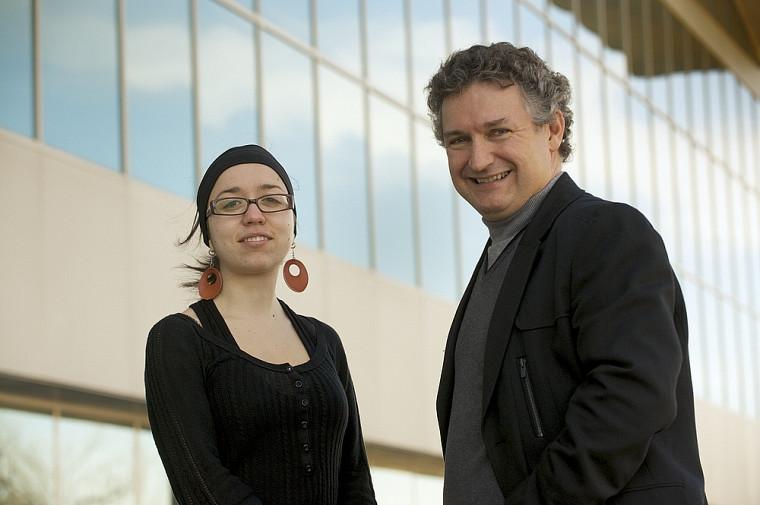 Dominique Scali, doctorante en psychologie organisationnelle, et Luc Pinard, coordonnateur du programme d'accueil et d'intégration des immigrants au Bureau de la registraire