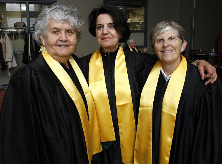 Après 50 ans sans nouvelles, les amies Èva Lambert, Anne-Marie Boucher et Josette Morin, titulaires d'un baccalauréat en pédagogie, se sont revues durant l'été après avoir reçu l'invitation pour l'événement.