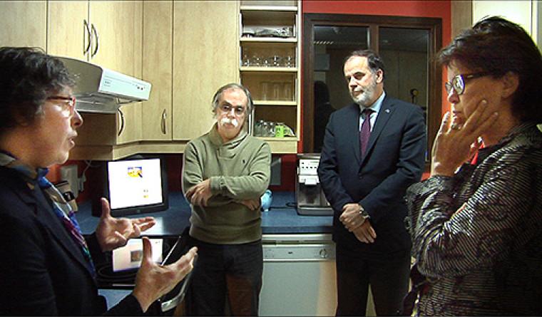 Les professeurs Hélène Pigot et Sylvain Giroux, le ministre Pierre Duchesne et la rectrice Luce Samoisette