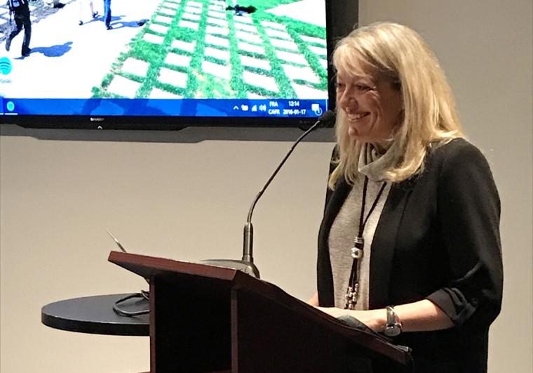 La professeure Denyse Rémillard, vice-rectrice à l'administration et au développement durable