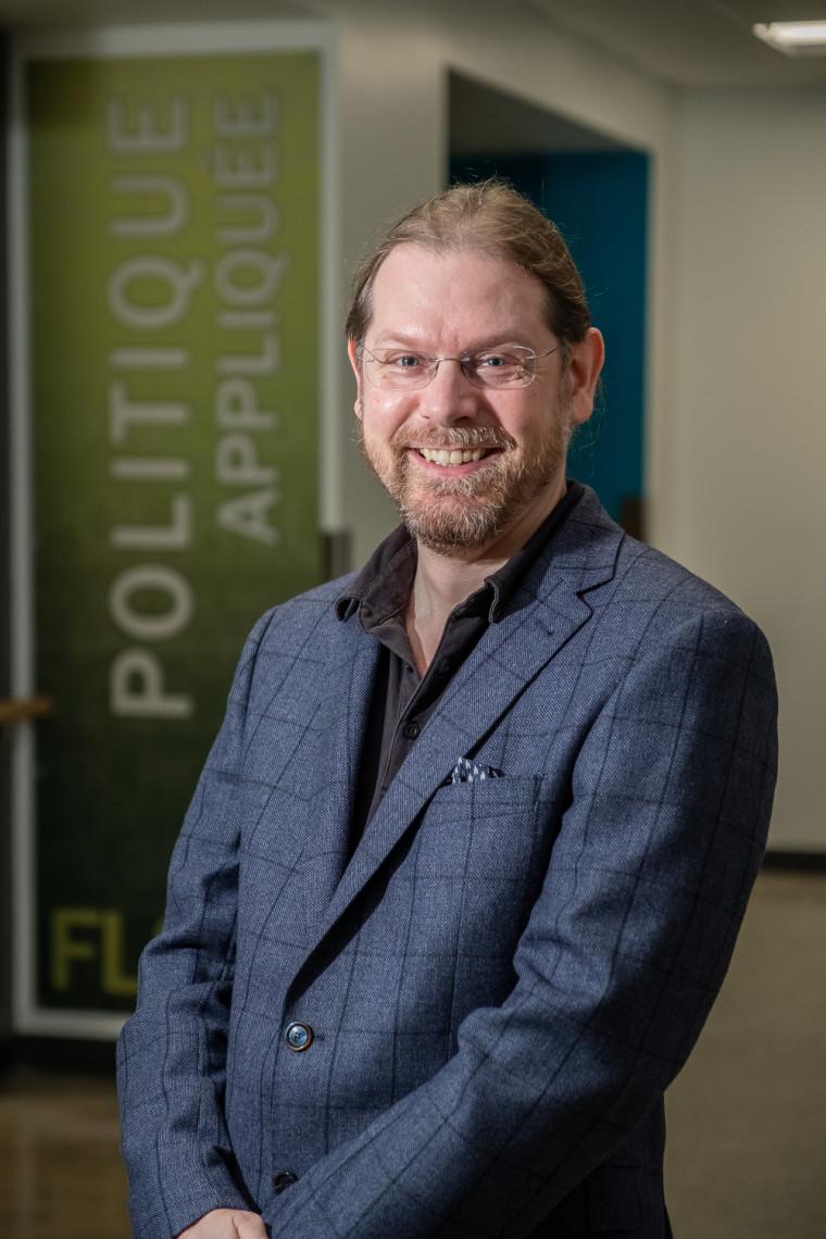 Hugo Loiseau, professeur titulaire à l'École de politique appliquée.