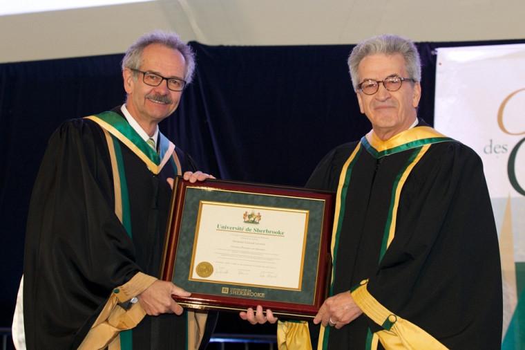 Le vice-recteur adjoint aux études, André Beauchesne et le docteur d'honneur, Conrad Lecomte.