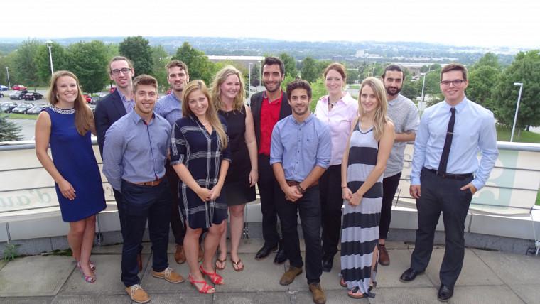 Douze des 14 finissants à la Maîtrise en administration, concentration marketing de la Faculté d'administration de l'Université de Sherbrooke.