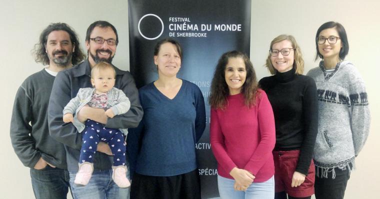 De gauche à droite: Christian Petit,Jean-François Hamel (avec bébé Ella) etHéloïse Duhaime, de l'Université de Sherbrooke;Malika Bajjaje, Aurélie Caudron etKatherine Hébert Metthé, du FCMS.