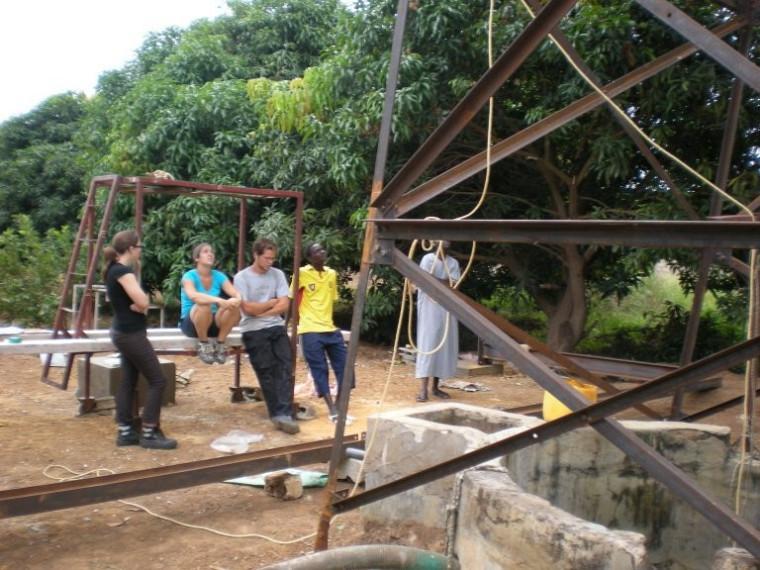 Moment de répit pour quelques participants du projet.