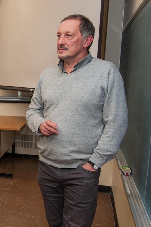 Olivier Dezutter est professeur à la Faculté d'éducation et codirecteur duCollectif de recherche sur la continuité des apprentissages en lecture et en écriture.
