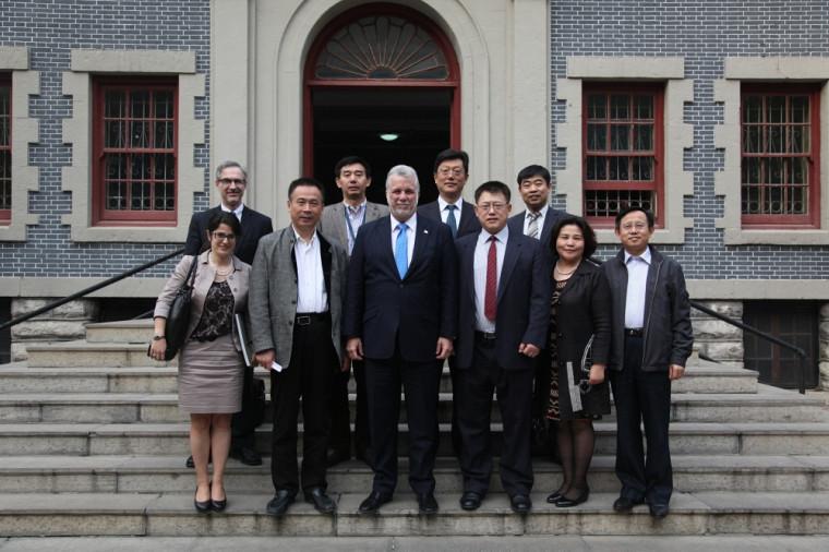 Le professeur Chang Shu Wang a accompagné le premier ministre Philippe Couillard lors d'une mission diplomatique en Chine, en octobre dernier.