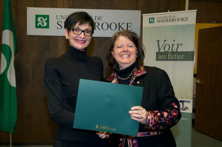 Me Lucie Thibodeau, lauréate de la Faculté de droit, et Pre Lucie Laflamme, vice-rectrice aux études.