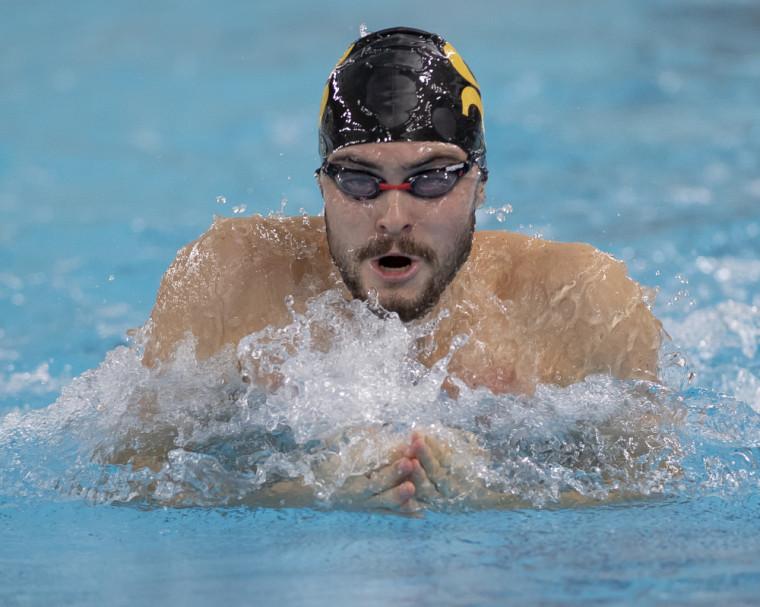 Jonathan Naisby en pleine action lors de la récente Coupe universitaire provinciale #1 du RSEQ, à la piscine de l'UdeS.