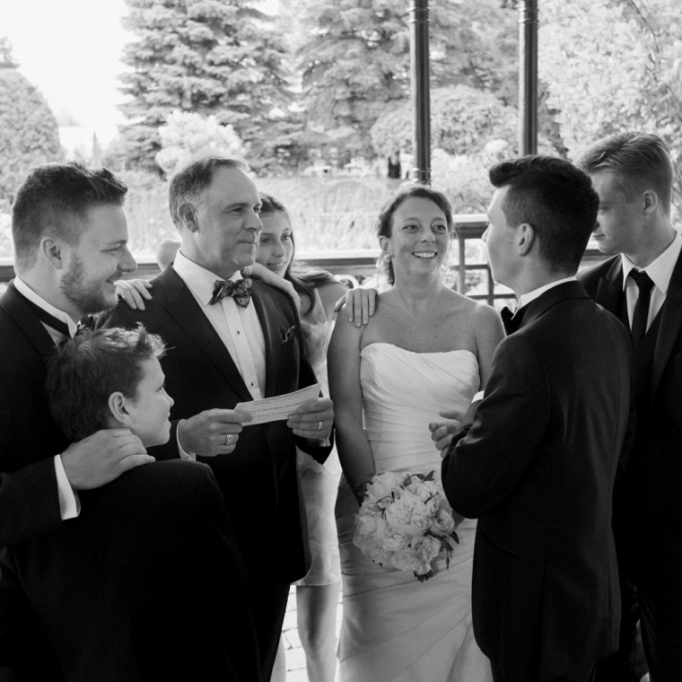 Luc Tremblay et son épouse entourés de leurs enfants.
