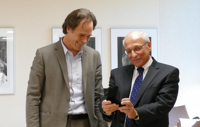 Le doyen Sébastien Lebel-Grenier et le professeur Robert P. Kouri.