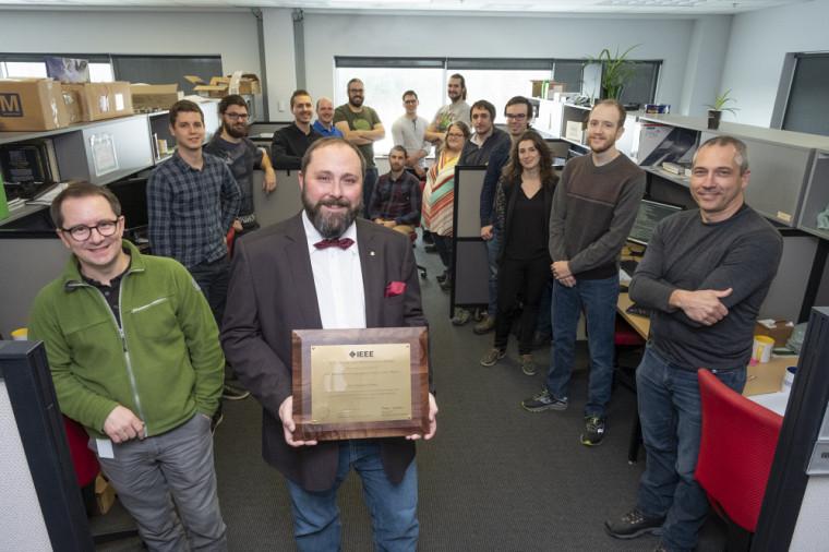 Le Pr Jean-François Pratte, entouré de son équipe du GRAMS - 3D