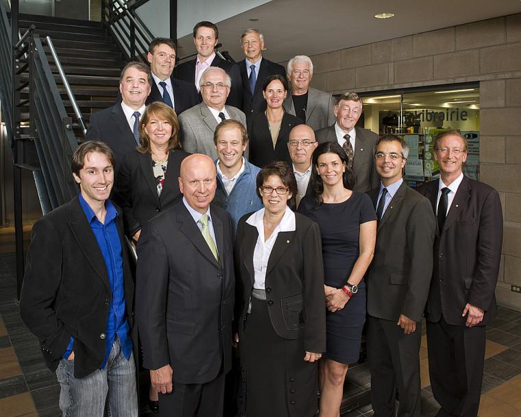 Des membres du conseil d'administraion 2011-2012 de La Fondation de l'Université de Sherbrooke.