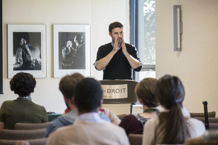 Marc-Antoine Dilhac est professeur adjoint en éthique et philosophie politique au département de philosophie de l'Université de Montréal et titulaire de la Chaire de recherche du Canada en éthique publique et théorie politique.