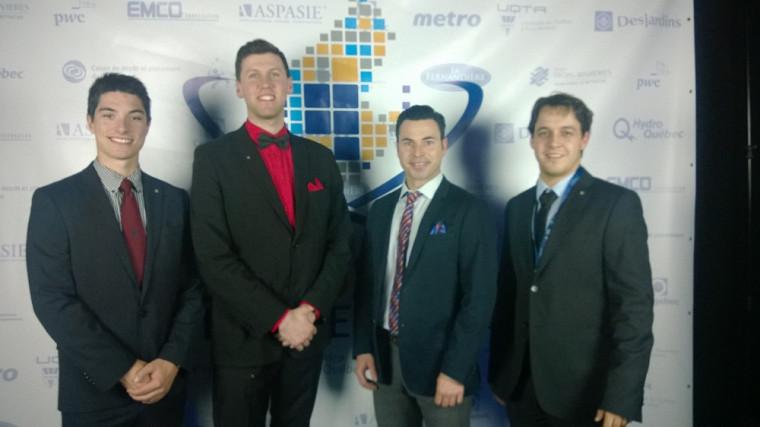 L'équipe en systèmes d'information de gestion composée de Marc-Antoine Caya, Jean-Charles Moy, le professeur Olivier Caya et Jonathan Chouinard.