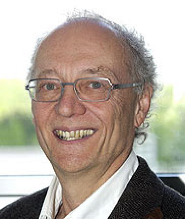 Léon Sanche, professeur au Département de médecine nucléaire et radiobiologie.