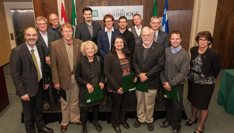 La cérémonie a également souligné l'obtention de prestigieux prix de recherche en 2014. Douze des chercheurs honorés étaient présents pour l'occasion.