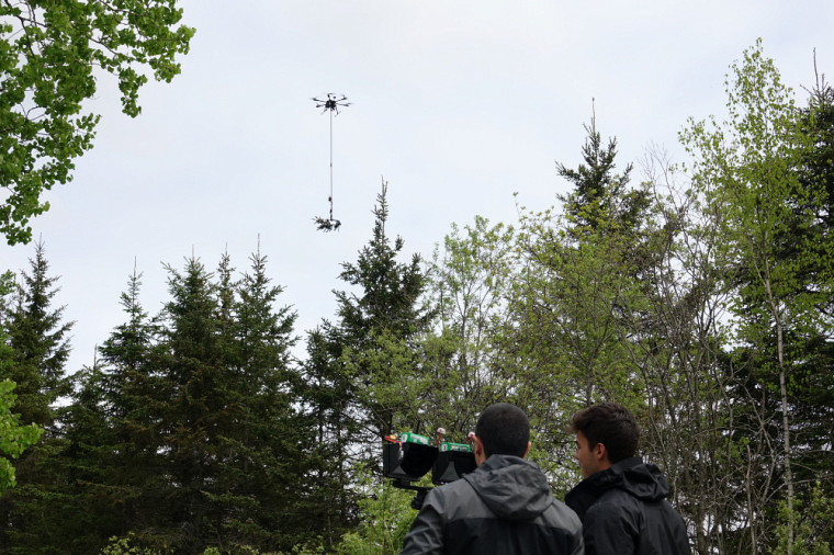 Piloté à distance, le drone échantillonneur est à la fois efficace et sécuritaire.