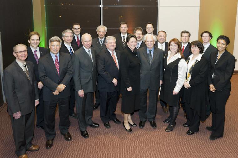 Le doyen Daniel Proulx en compagnie des invités d'honneur de la Faculté.