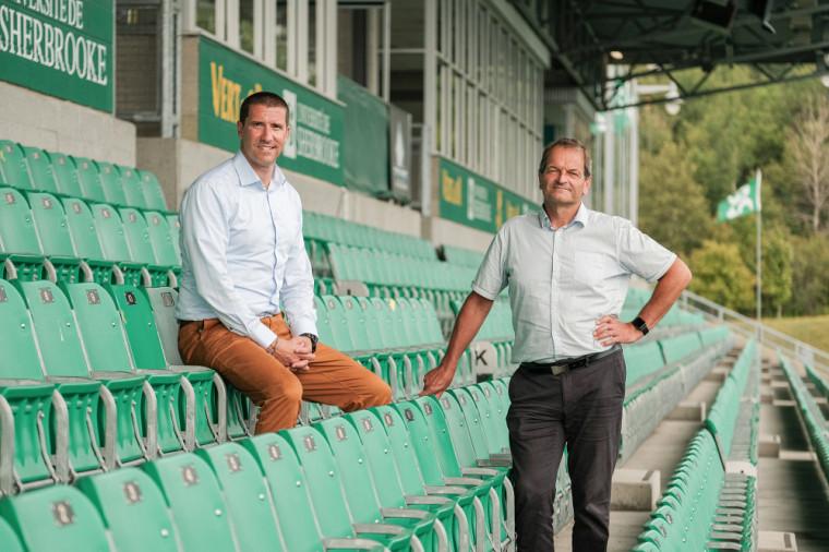 Le nouveau directeur du Vert & Or, Simon Croteau, en compagnie du directeur général du SSAP, Jean-Pierre Boucher.
