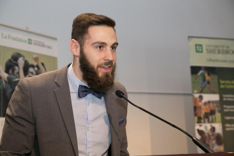 Jérémi Roch a pris la parole au nom de tous les étudiants athlètes du Vert & Or.