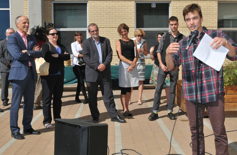 Arnaud Messier-Maynard, instigateur du projet de jardin expose les étapes qui ont mené à sa réalisation