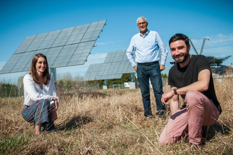 La postdoctorante Gwenaëlle Hamon et le professeur Abdelatif Jaouad font partie de l'équipe qui a contribué au succès de la thèse de Pierre Albert (à droite).
