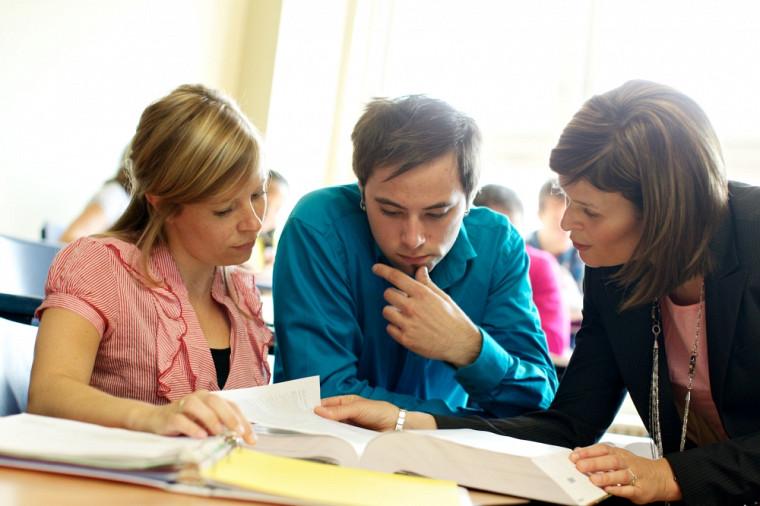 L'UdeS reçoit aussi la meilleure cote au Canada pour la qualité des services pédagogiques, des services d'information professionnelle et d'orientation, de ses bibliothèques ainsi que des services de préparation à la carrière et de placement.