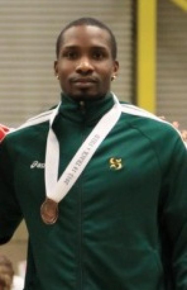Harold Vulgaire a remporté la première médaille du Vert & Or au Championnat SIC d'athlétisme 2014 à Edmonton jeudi soir, soit le bronze au 60 mètres.